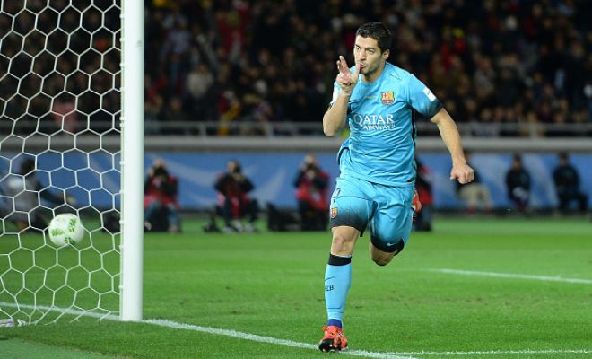 The referee blows the half-time whistle as the players head towards the locker room. HT: FC Barcelona 1-0 Guangzhou