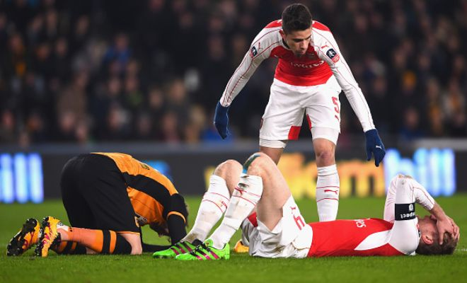 33': SUBSTITUTION: Mertesacker cannot continue after the collision and Monreal comes on to replace him.