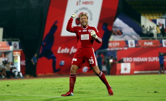 Picture of Pune City's goalkeeper Steve Simonsen celebrating after Pune scored.