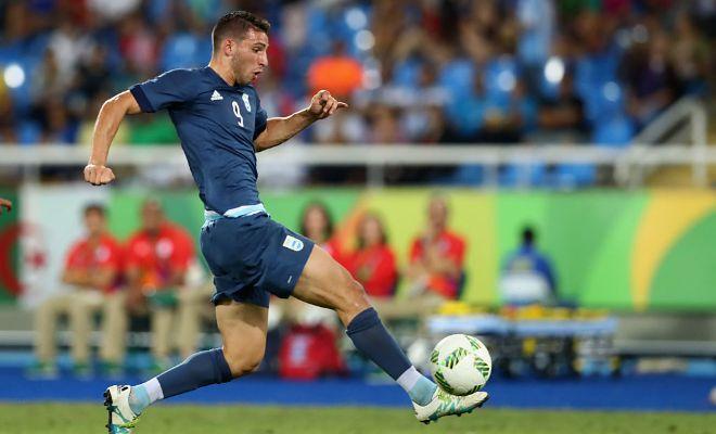 Hammers sign Calleri.West Ham boss Slaven Bilic has confirmed the signing of Argentine striker Jonathan Calleri.Bilic said,