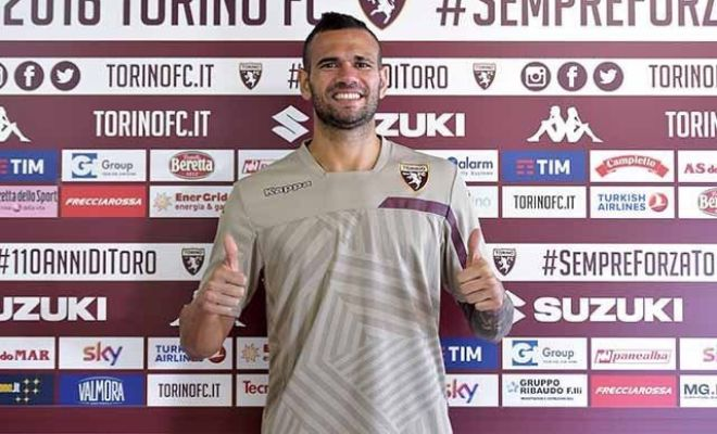 Torino on a roll!Torino make their second signing of the day, as they sign Leandro Castan from Roma on loan.