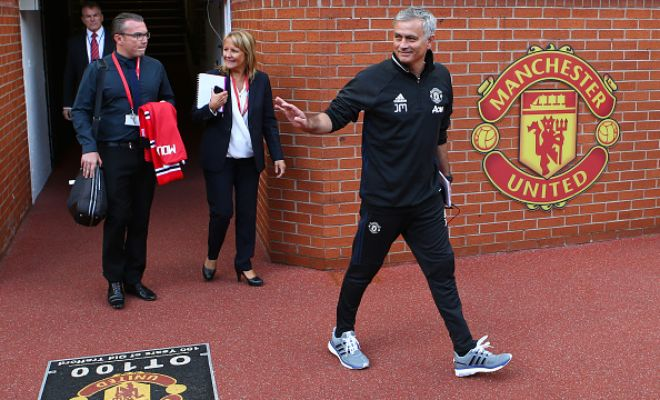 Does Mou have a smart plan? The reports that Manchester United Boss Jose Mourinho is set to offer Belgian midfielder Marouane Fellaini a two-year contract extension. Looks like a few fans will be disappointed that he's being picked over Schweni.