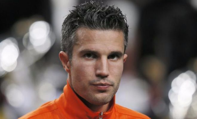 Barcelona are on the lookout for a striker and a move for Robin van Persie could solve their short-term plan. The striker, however, also has offers from Sporting CP in Portugal and an unknown Premier League club rumoured to be Middlesborough.