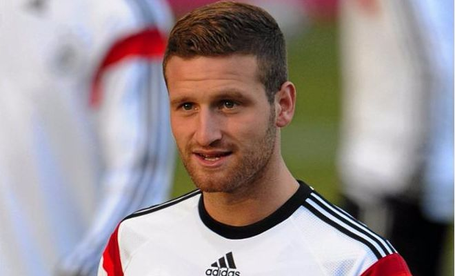 Per's being replacedArsenal are reportedly considering signing Valencia's German centre-back, Shkodran Mustafi. The German national is valued by the La Liga club at a high £21m given a number of clubs' interest in signing him.