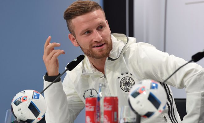 CHELSEA VS ARSENAL IN THE TRANSFER WINDOW!Latest reports suggest that Antonio Conte's Chelsea are ready to rival Arsenal in their bid to sign Valencia defender Mustafi