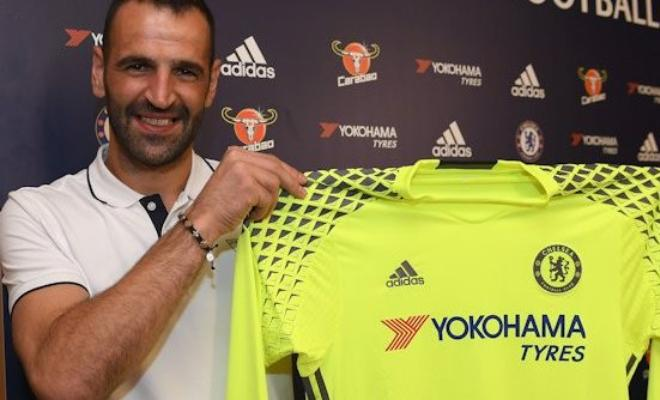 BLUES SIGN GOALKEEPER, WHAT NEXT FOR BEGOVIC? Chelsea has signed Portuguese goalkeeper Eduardo from Dinamo Zagreb on a 1-year deal for an undisclosed fee. Eduardo's move could be a replacement for out of choice keeper Asmir Begovic.