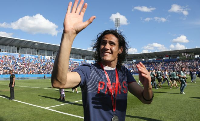 Arsenal have turned their attentions to PSG striker Edinson Cavani after missing out on Karim Benzema. [ Daily Mail ]