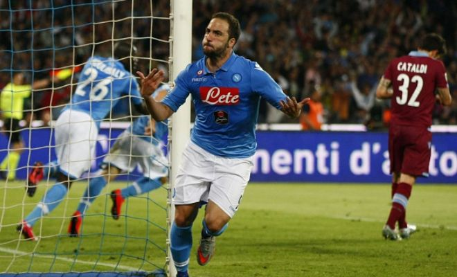 Napoli will let Gonzalo Higuain leave only if the buying club is ready to meet his £72m buyout clause. (Gazzetta dello Sport)