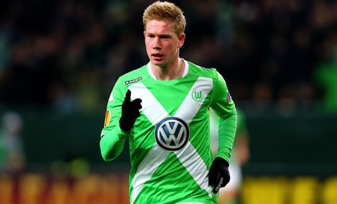 Manchester City inch closer to completing their capture of Wolfsburg's Kevin De Bruyne. (Daily Mail)