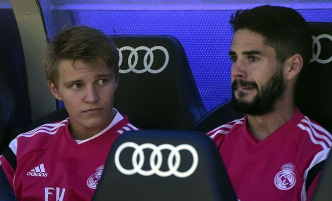 Real Madrid's Isco is being regarded as a potential replacement for outgoing Andrea Pirlo. (Gazzetta dello Sport)