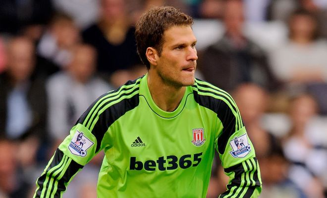 Chelsea are set to complete the £8m capture of Stoke goalkeeper Asmir Begovic this week. [Sunday Telegraph]