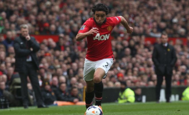 Lyon are set to beat a number of other European clubs to the signature of Manchester United right-back Rafael Da Silva. [L'Equipe]