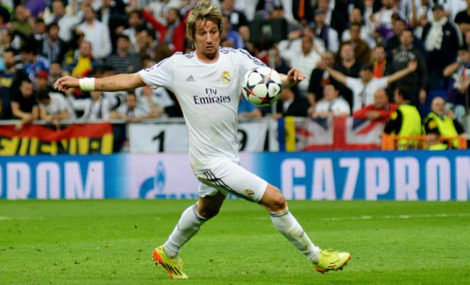 Portuguese full-back Fabio Coentrao has told Real Madrid that he wants to leave the club before the end of the transfer window. [COPE]