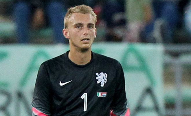 United are preparing for De Gea's departure by reigniting their interest in Ajax 'keeper Jasper Cillessen. [The Mail]