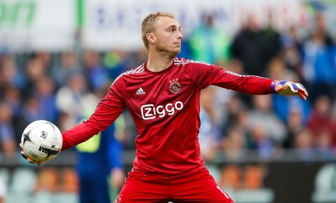 Jasper Cillessen is the now the favourite to replace David de Gea at Manchester United. (Daily Telegraph)