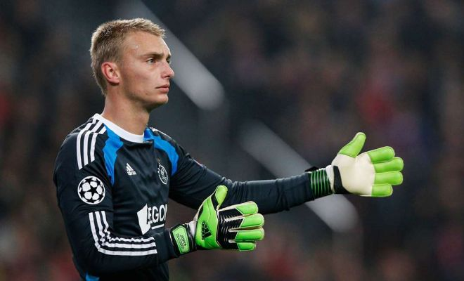 Manchester United will accelerate their pursuit of Ajax goalkeeper Jasper Cillessen. [Daily Mirror]