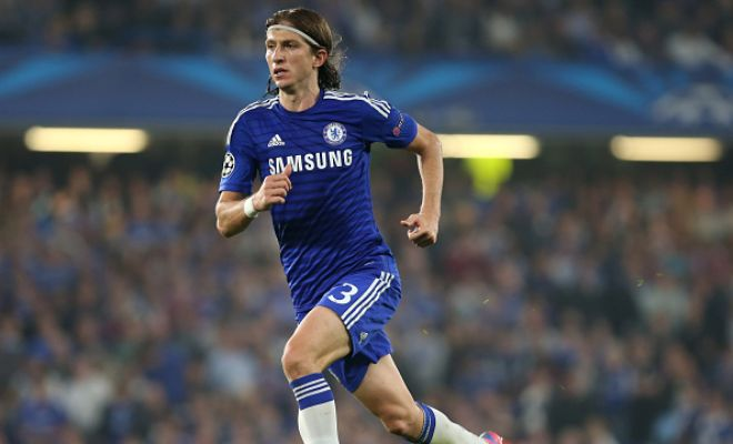 Real Madrid were interested in signing Chelsea left-back Filipe Luis, but he has refused the move. (Marca)