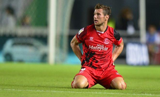 Arsenal are keen on signing Sevilla midfielder Grzegorz Krychowiak. (Times)