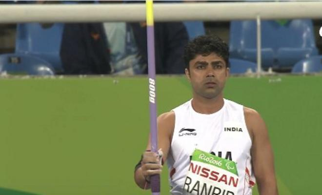 The other Indian in javelin throw, Narender Ranbir, finishes sixth with a throw of 53.79m.