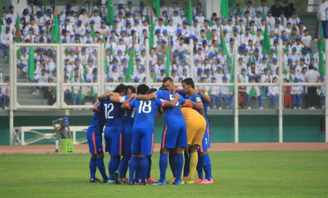 Indian players wrapped in a huddle during the game.