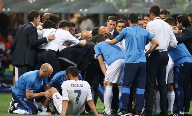 Are we set for more huddles if the game goes to penalties? Note the only man not in the huddle.