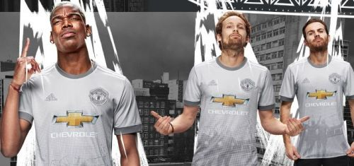 huge discount dd31b 3fe40 Manchester United reintroduce new grey kit 21 years after ...