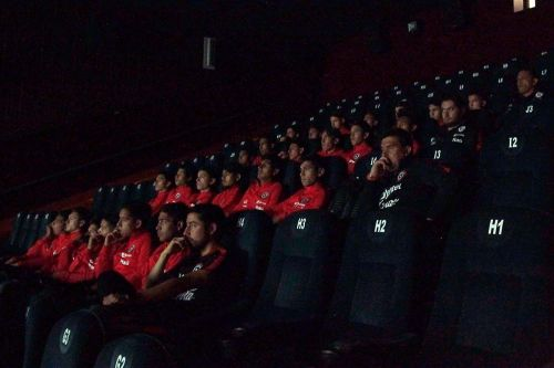 The Chile contingent with their eyes fixed on the hit Bollywood flick (image source: Chile football official website)
