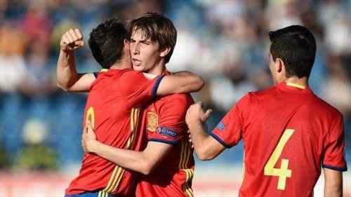 Juan Miranda (center) was brilliant for Spain at left-back during the U-17 European Championship