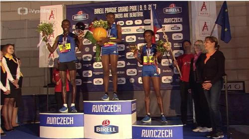 Jepkosgei victorious after doing battle with World's Best in Prague 10k