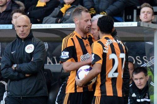Alan Pardew headbutts David Meyler