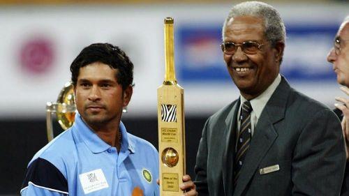 Sachin Tendulkar receives the Player of the 2003 World Cup award from Sir Garfield Sobers