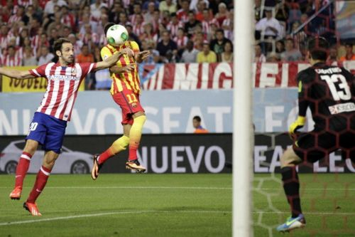 Neymar scores against Atlético Madrid in the Spanish Supercup final in 2013