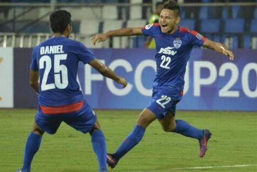 Nishu Kumar (right)