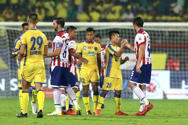 The players shake hands after the match (Image courtesy: ISL)