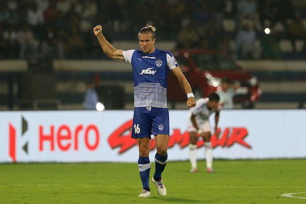 Erik Paartalu Bengaluru FC goals Delhi Dynamos.jpg