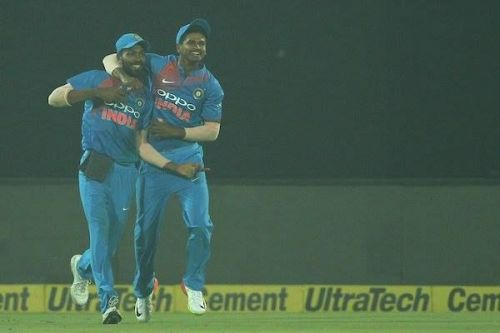 Shreyas Iyer celebrate with Hardik Pandya after the latter's stunning catch