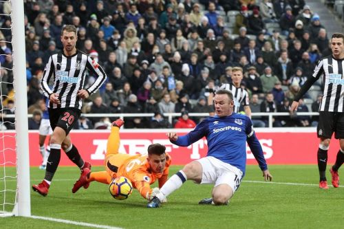 Wayne Rooney's goal was the deciding factor in another poor showing for the Magpies