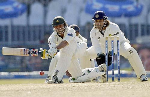 Younis Khan en route his 11th Test century in Faisalabad