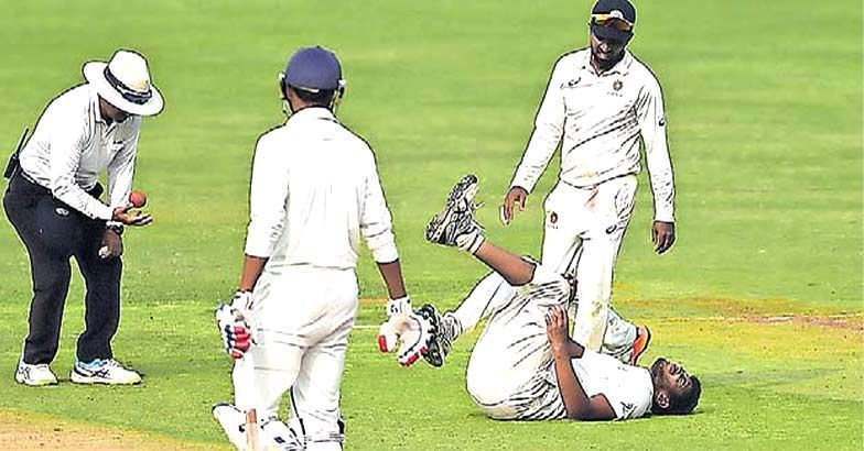 Basil Thampi screaming in pain afetr he was hit by Sandeep Warrier (Image credits: manoramaonline)