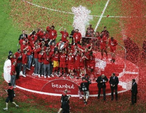 Liverpool playing and non-playing staff celebrating the club's 2005 Champions League triumph. Image courtesy Sportskeeda