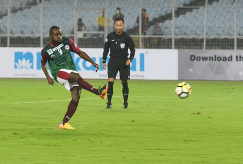 Dicka coolly slots in a penalty to put Mohun Bagan in the lead. (Photo: I-League)