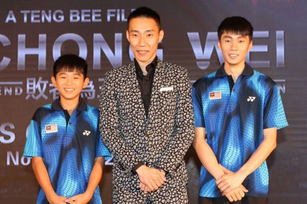 Lee Chong Wei (centre) with the two actor who will portray him (Image courtesy: The Star)