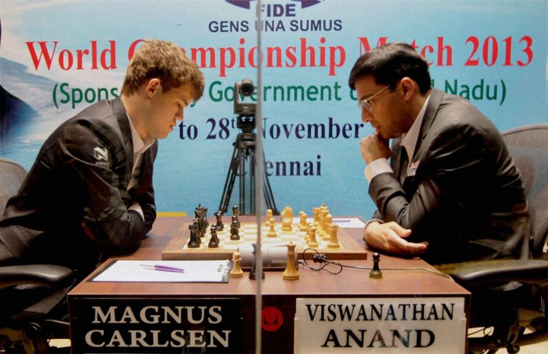 Viswanathan Anand playing against Magnus Carlsen