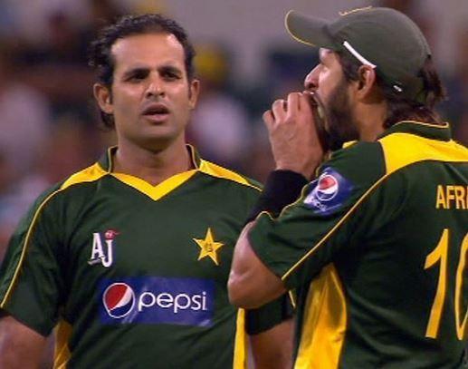 Afridi bites the ball like an apple