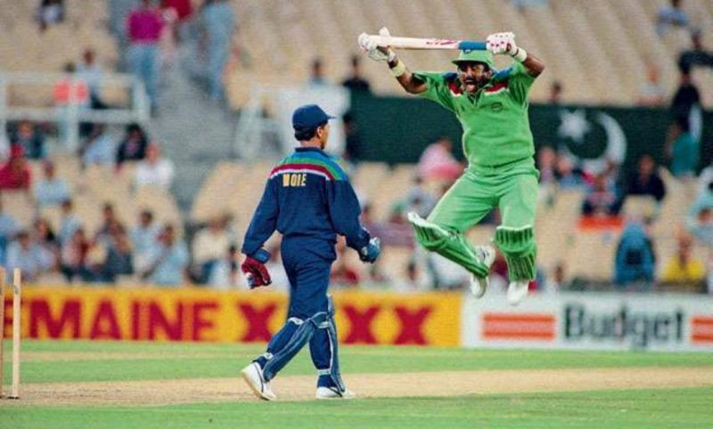 Miandad mimicking Kiran More during the 1992 World Cup.