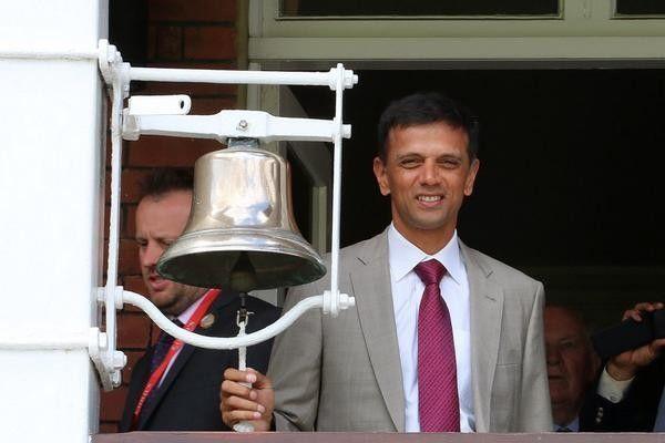 Rahul Dravid rings the Lord