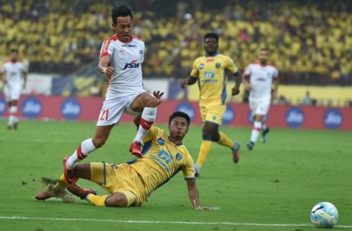 Lalruatthara attempts a tackle on BFC's Udanta Singh