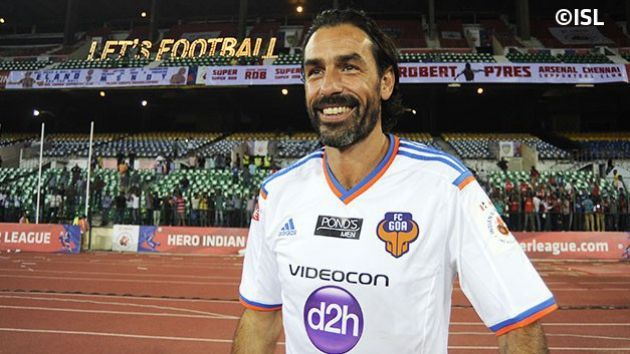 Robert Pires standing in front of Arsenal Supporters Chennai Club