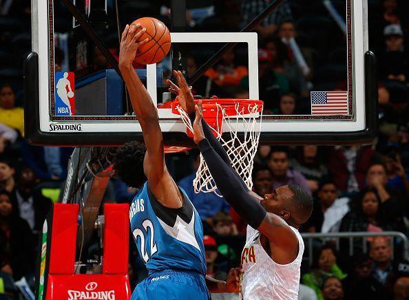 Wiggins dunking against the Atlanta Hawks