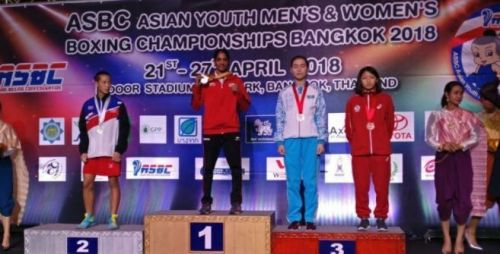 Nitu Ghanghas with her gold medal on the podium.